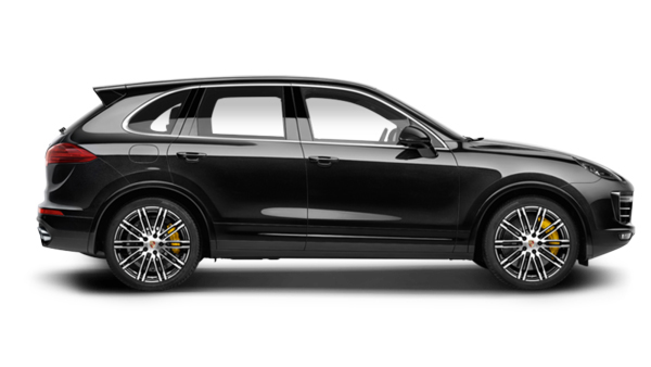Porsche Cayenne turbo S noir de profil disponible à la location chez GT'Luxury